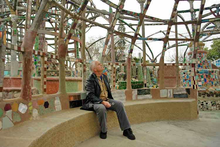 I'm the webmaster of the Watts Towers site. I admire them from my sculptor's point of view.